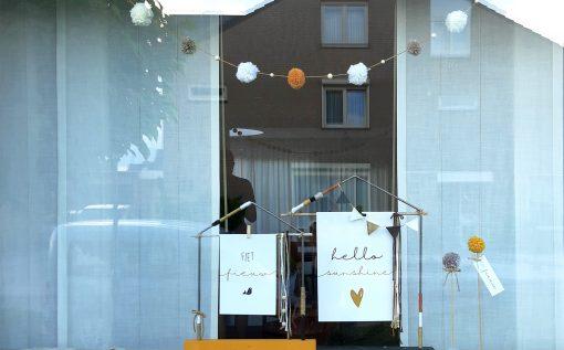 diy pakket huisje huis decoratie interieur raam staal hout kralen
