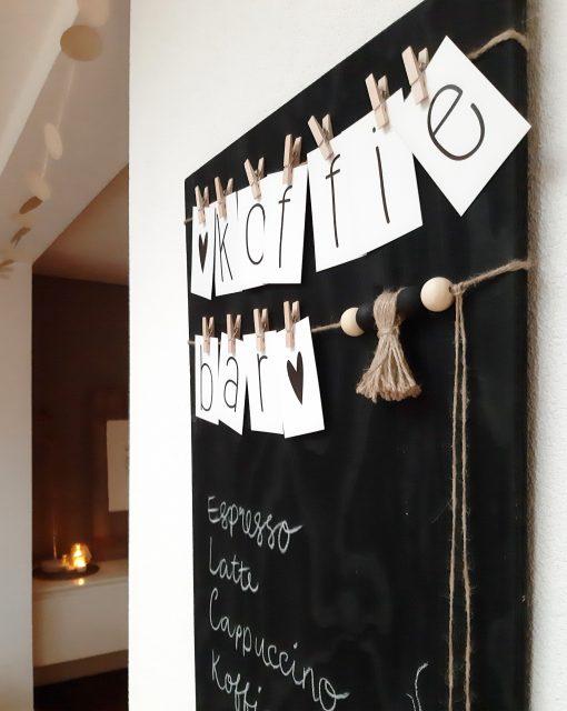 diy klembord woord slinger letters interieur decoratie kralen touw jute kinderfeest
